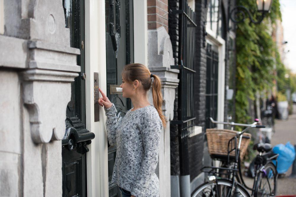 X-Guard Zorg – Aanbellen bij een voordeur 1